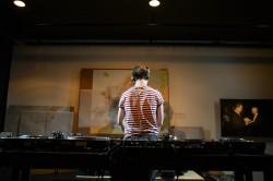 Auch eine schöne Rückansicht: DJ Tinko. Foto: Piero Chiussi