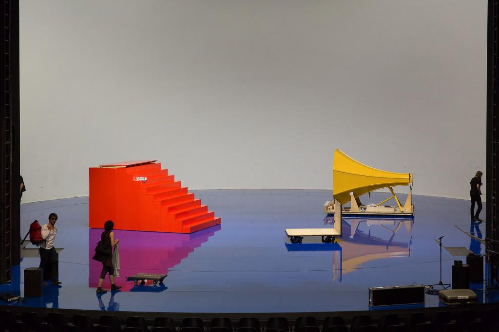 """Bühnenabbau """"der die mann"""". Foto © Judith Buss"""