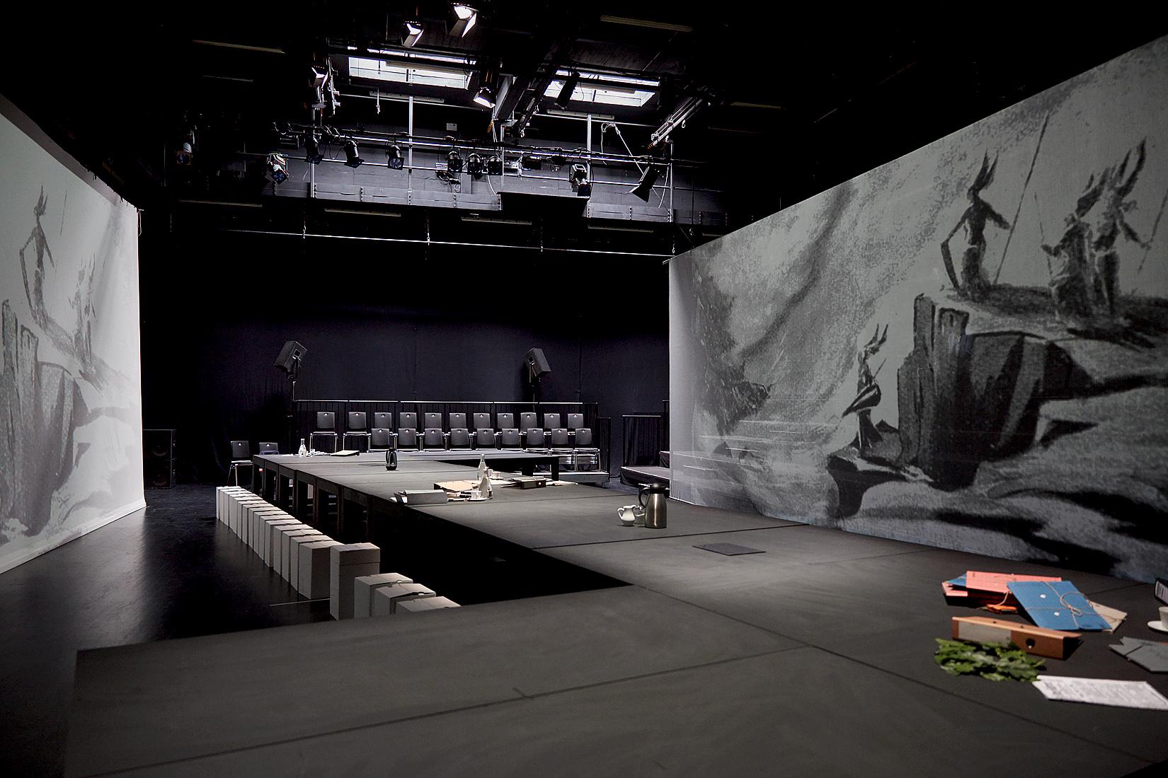 """Probenfoto: """"Stolpersteine Staatstheater"""". Foto (c) Judith Buss"""
